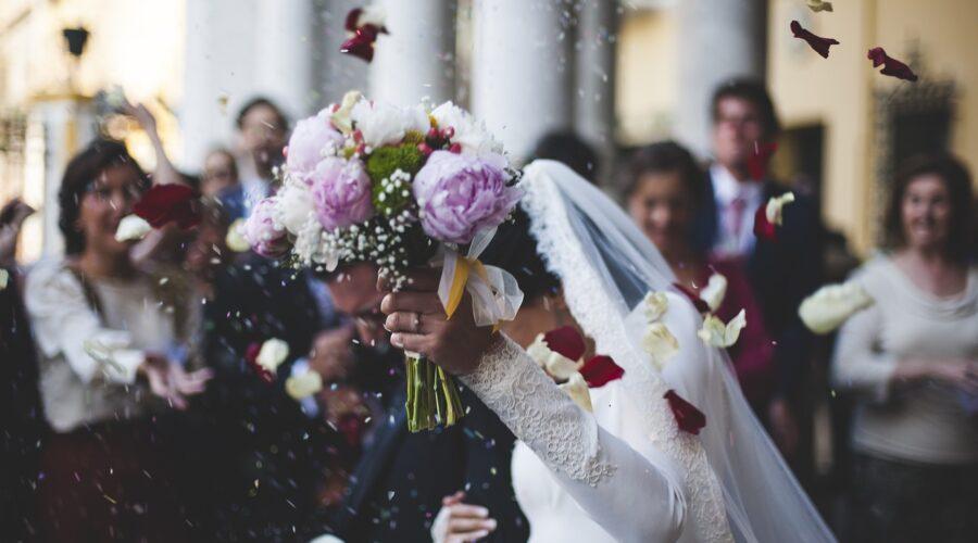 Kiedy rozpocząć przygotowania do ślubu? Na ile przed weselem?