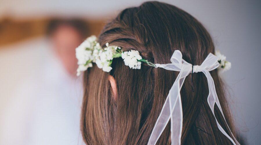 Co zamiast welonu? Alternatywy dla welonu na ślubie i oczepinach