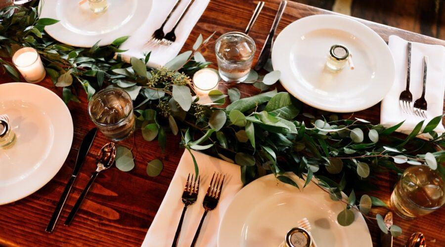 Oryginalne prezenty dla gości weselnych – pomysły i inspiracje