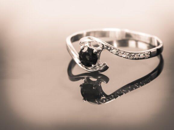 trendy pierścionki zaręczynowe
